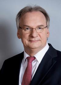 Sachsen-Anhalt bei seiner Transformation in Richtung einer nachhaltigen Industriegesellschaft weiter befördern...; Reiner Haseloff , bild s. anh.